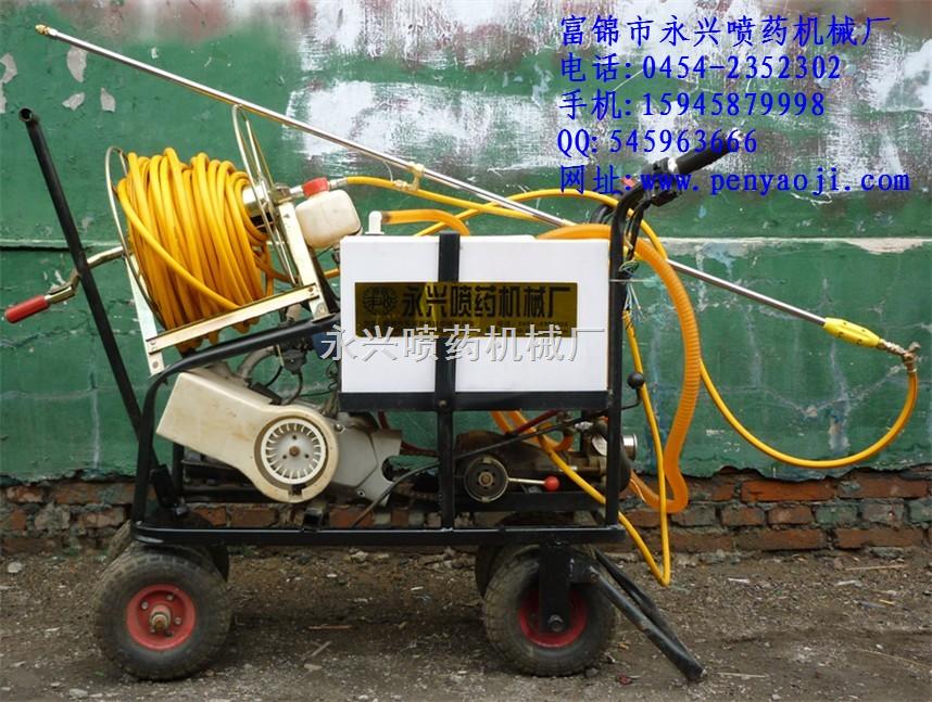 新型自走式水稻喷药机一天轻松喷200亩!